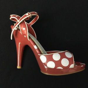 Fun red polka dot shoes! 💃🏻